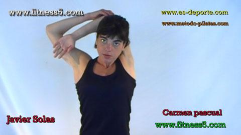 Flexibilidad, brazo por detras de la cabeza y por delante del hombro flexionado