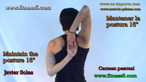 Flexibilidad de hombros los dos brazos por detras de la espalda uno hacia arriba otro hacia abajo