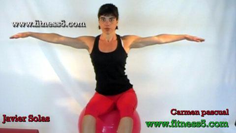 Ejercicio pilates Movimientos de la cadera encima de la pelota