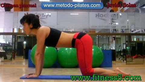 Pilates ejercicio postural de brazos, piernas y gluteos