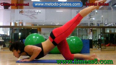 Ejercicio pilates Pilates ejercicio postural de brazos, piernas y gluteos
