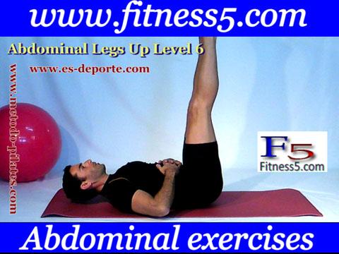 Abdominales pierna en alto estiradas manos en el estomago