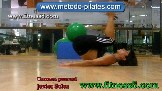 Ejercicio pilates Rodar hacia atras. Ejercicio pilates e integral piernas y tronco.