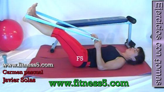 Ejercicio pilates Ejercicio de piernas con gomas, extensores desde tumbado bilateral