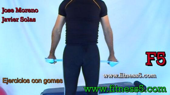 Aperturas de brazos abajo y por detras con gomas