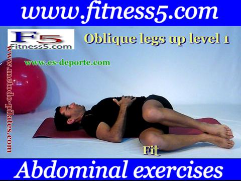 Ejercicio pilates Ejercicio de oblicuos con torsion del tronco pies en el aire, manos estomago, avanzado nivel uno.