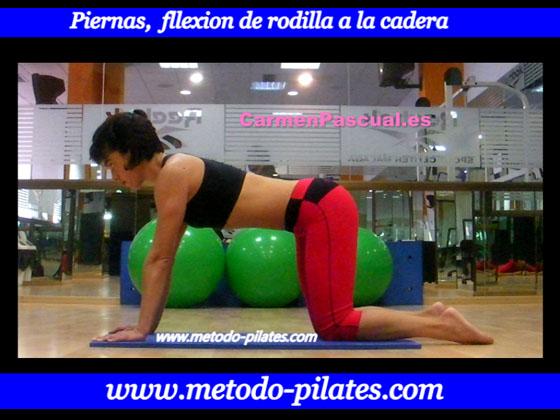 Ejercicio de iniciacion al pilates.  Flexion y extension de la pierna por la rodilla.