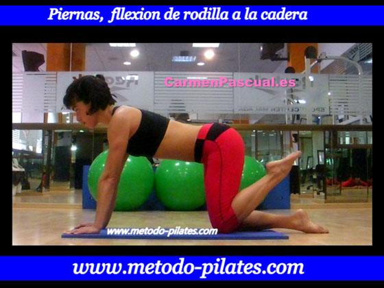 Ejercicio pilates Ejercicio de iniciacion al pilates.  Flexion y extension de la pierna por la rodilla.