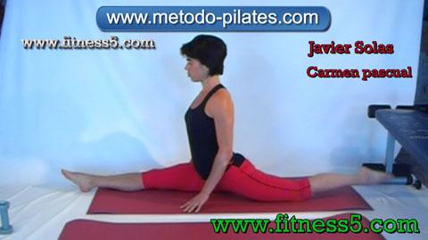 Postura pilates clasico de estiramiento de piernas integral, apertura y flexion.